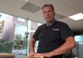 Geen banketstaaf maar banketstaf: bakker Hans bakt voor Sinterklaas